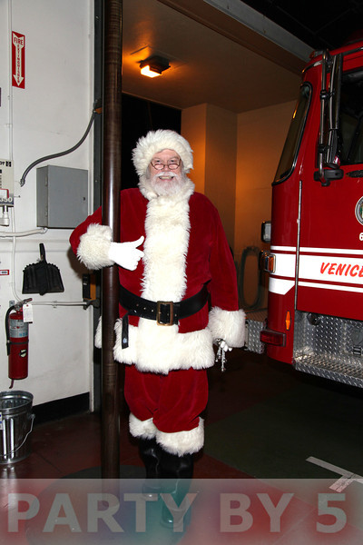 Party by 5 presents....Beethoveen Elementary 5th Annual Santa Comes to Venice via FD63